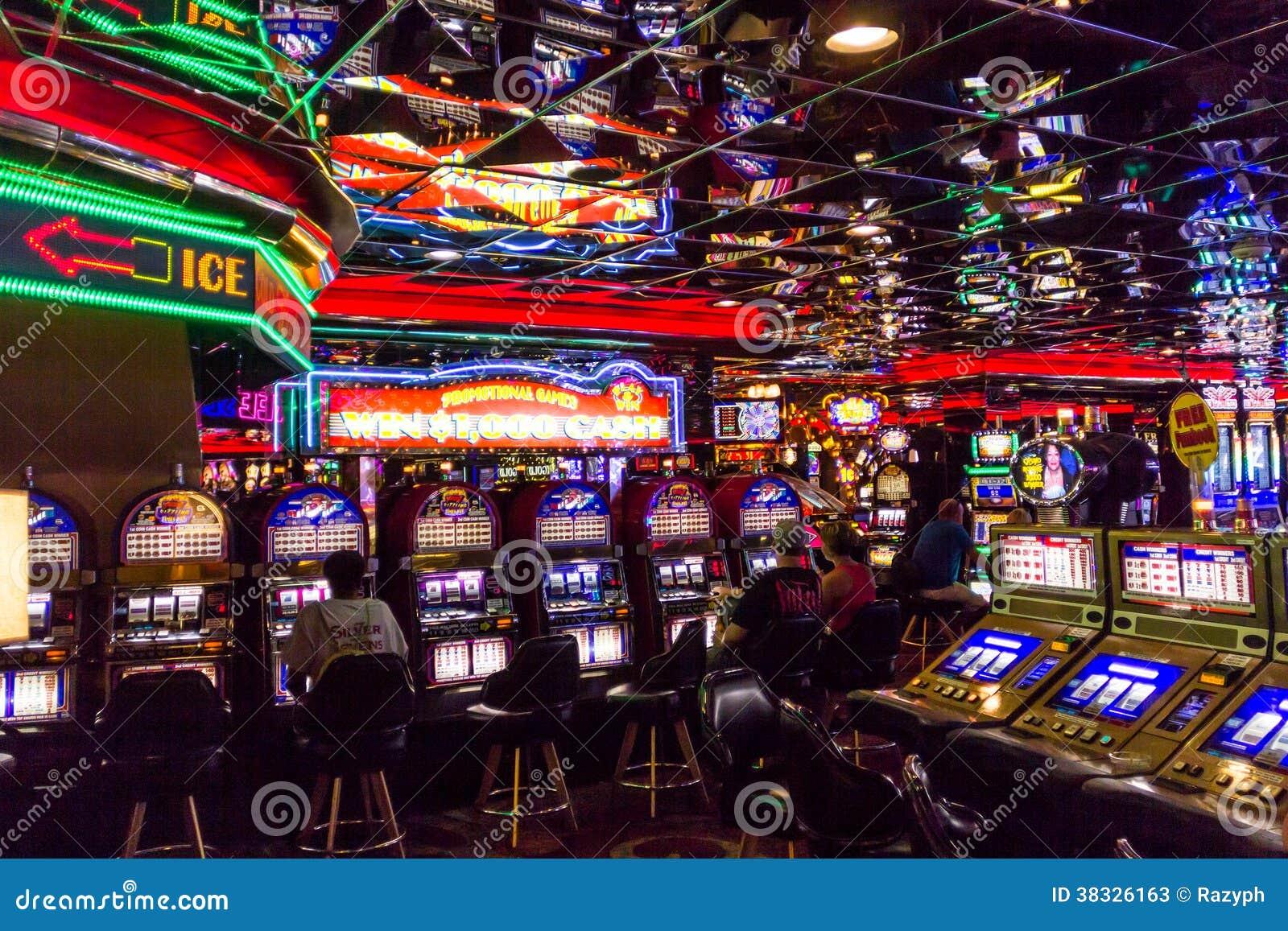 Jugadores de maquinas tragamonedas jugar con Coimbra - 86483